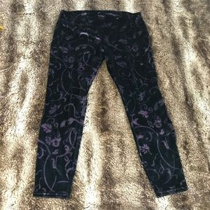 Black & Purple Velvet HUE leggings size XL!
